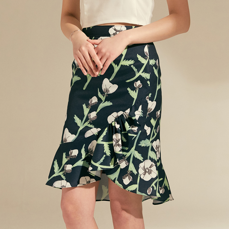 White Poppies Unbalance Ruffle Skirt