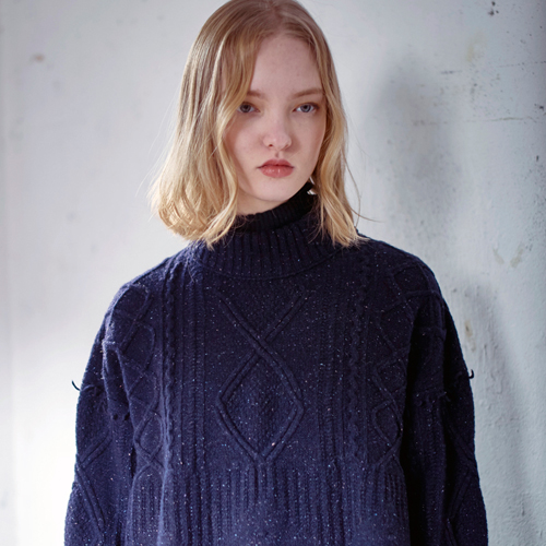 BLEND TASSLE POINT CABLE SWEATER - NAVY