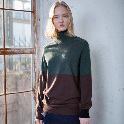 CASHMERE COLOR BLOCK TURTLENECK SWEATER - BROWN