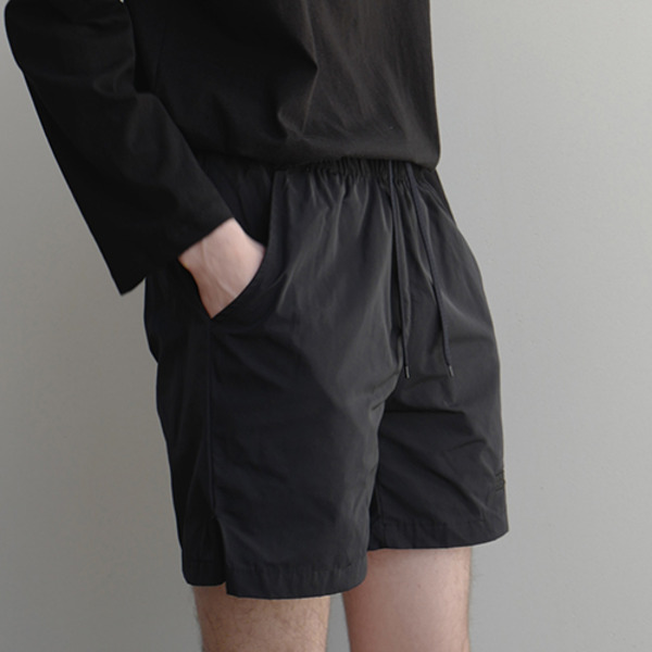 COMFORTABLE SHORTS - BLACK