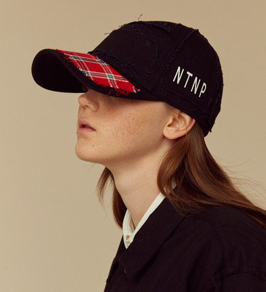 23.65 x NTNP Black/Red check CAP