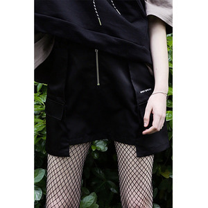 WINDBREAKER SKIRT - BLACK