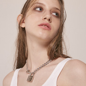 1 4 CHAIN LOCK NECKLACE