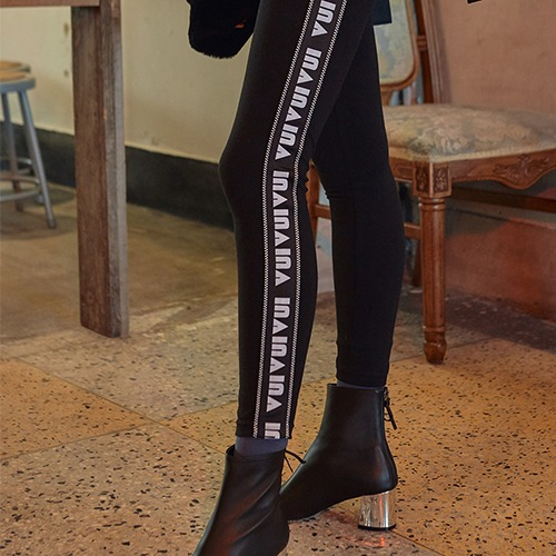VVV BLACK LOGO TAPE CHESS LEGGINGS
