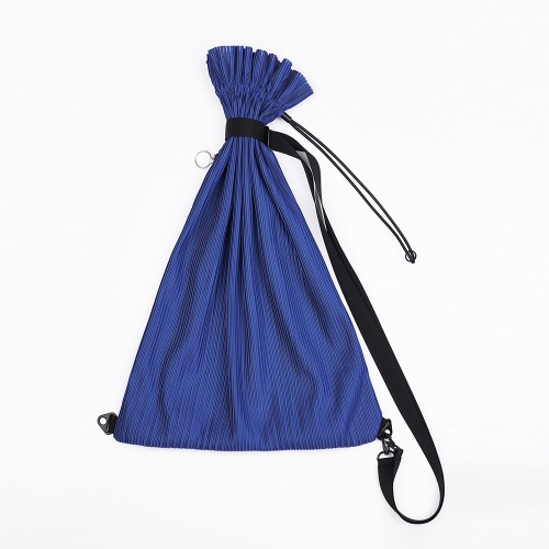 Pleats sling backpack Blue