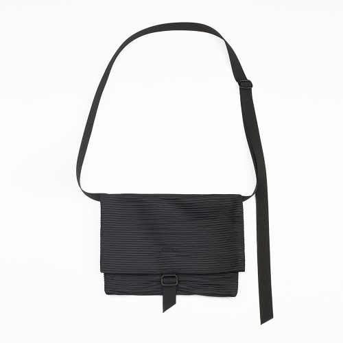 Pleats sacoche bag Black