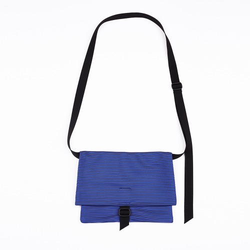 Pleats sacoche bag Blue