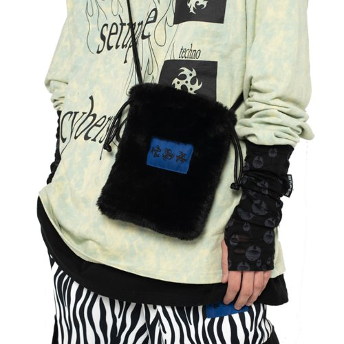 셋업이엑스이 FUR MINI CROSS BAG - BLACK