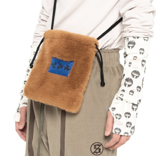 셋업이엑스이 FUR MINI CROSS BAG - CAMEL