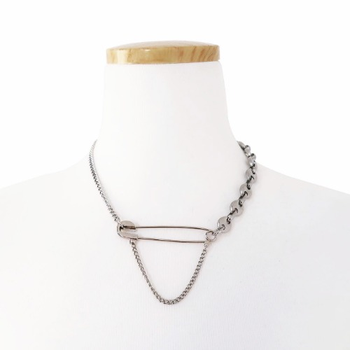 SAFETYPIN CUBAN LINK NECKLACE - SILVER